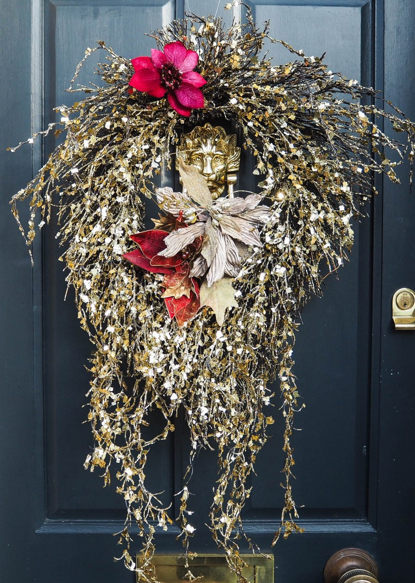 gold sparkly foor wreath